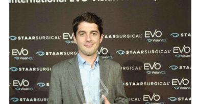 Un granadino recibe el premio al Joven Oftalmólogo del Año<br/><span style='color: #077dbc;font-size:65%;'>Le acredita como uno de los oftalmólogos españoles de mayor proyección fuera de nuestras fronteras</span>
