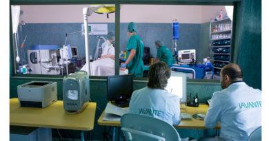 El centro de simulación clínica de la Consejería de Salud y Familias ha congregado este fin de semana a más de 100 profesionales sanitarios en tres cursos simultáneos<br/><span style='color: #077dbc;font-size:65%;'>Tres equipos docentes expertos en las especialidades de Ginecología y Obstetricia, Neurología y Cardiología ha reunido en Granada a profesionales sanitarios procedentes de todo el territorio español</span>