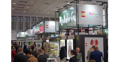 Andalucía alcanza de nuevo cifras récord en las exportaciones de frutas y hortalizas con 3.575 millones de euros y un alza del 6%<br/><span style='color: #077dbc;font-size:65%;'>La comunidad se mantiene como líder nacional de las exportaciones del sector con dos de cada cinco euros de España, aportando un superávit de 3.085 millones a la balanza comercial</span>